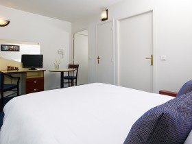 studio hotel 2 personnes lit double salon clermont ferrand - Double T1 SUP - Bedroom