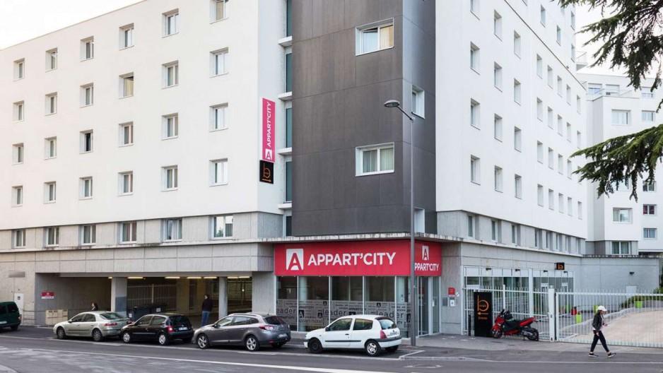 H tel journ e lyon appart 39 city lyon cite internationale for Prix appart city