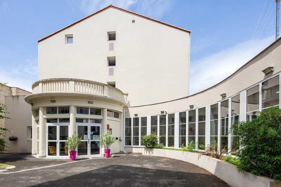 H tel journ e niort appart 39 city niort centre r servez for Appart hotel a poitiers
