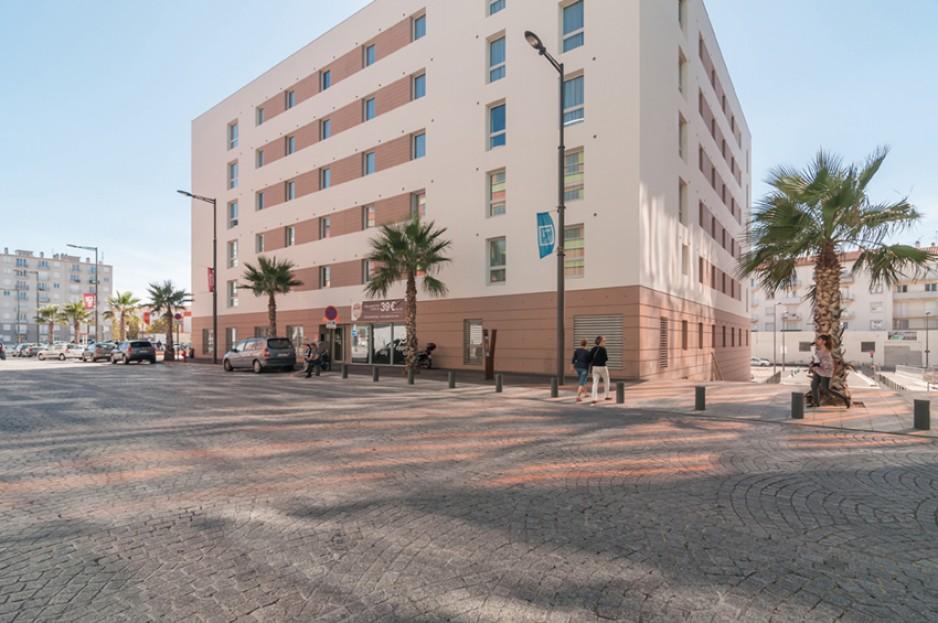 H tel journ e perpignan appart 39 city perpignan centre for Appart hotel barcelone