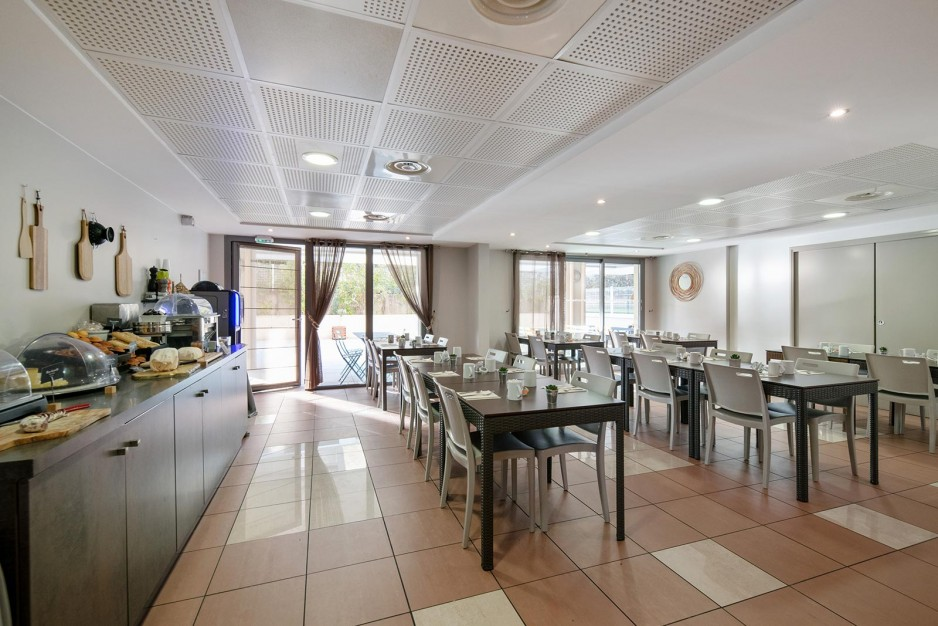 H tel journ e marseille la ciotat appart 39 city la ciotat for Appart hotel 4 personnes