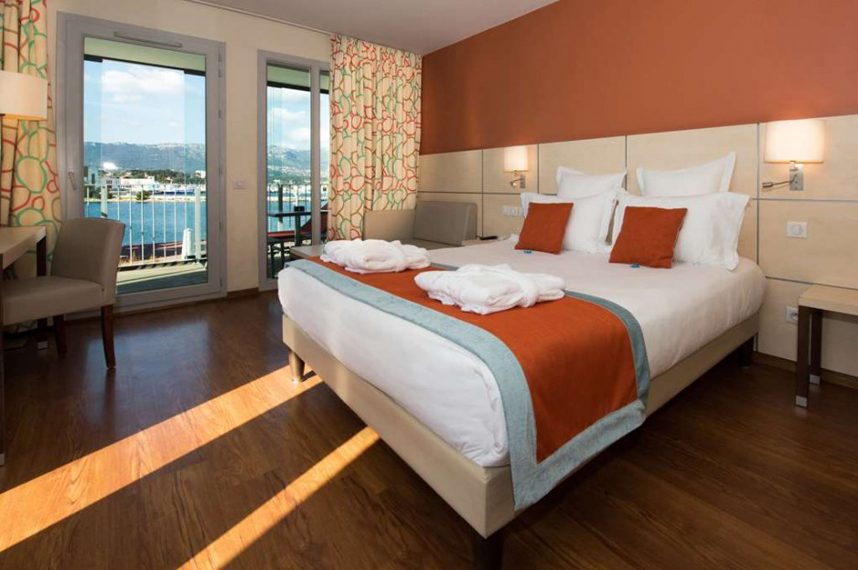 H tel journ e toulon kyriad prestige toulon r servez - Hotel kyriad prestige toulon lssm centre port ...