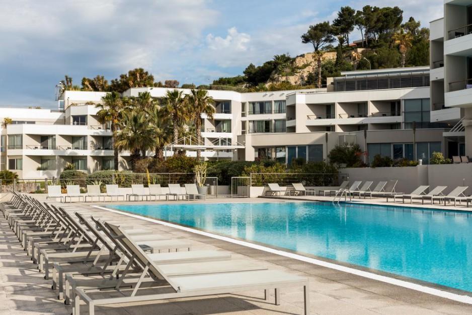 H tel journ e marseille la corniche stade v lodrome nh marseille palm beach r servez un - Salon de la piscine marseille ...