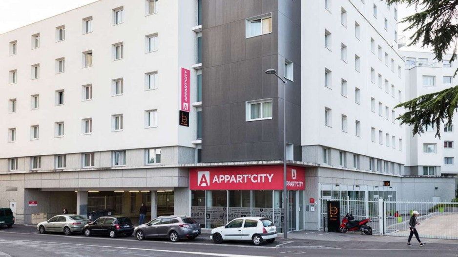 H tel journ e lyon appart 39 city lyon cite internationale for Lyon appart hotel