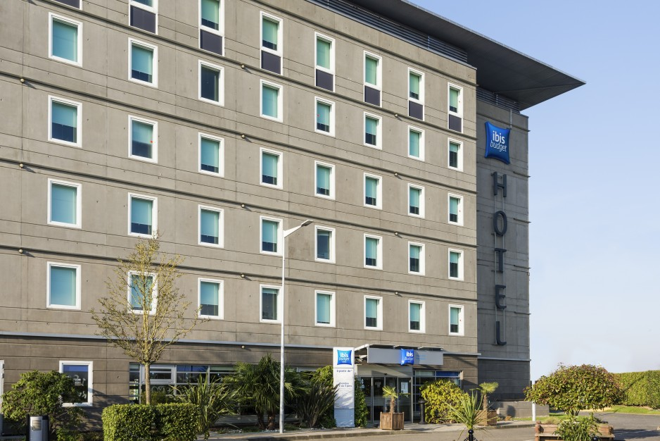ibis budget roissy cdg paris nord 2 roissy cdg hotel para el d a roomforday. Black Bedroom Furniture Sets. Home Design Ideas
