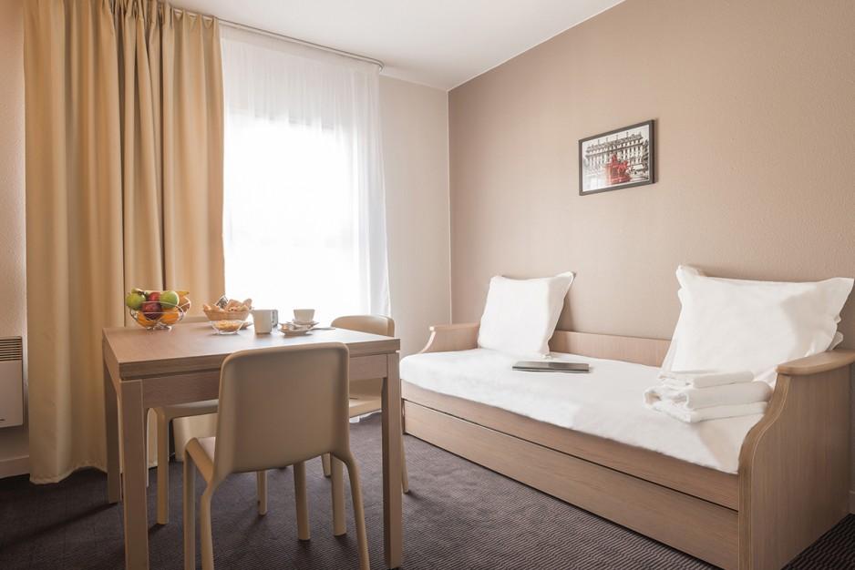 h tel journ e cherbourg en cotentin appart 39 city cherbourg centre port r servez un day use. Black Bedroom Furniture Sets. Home Design Ideas