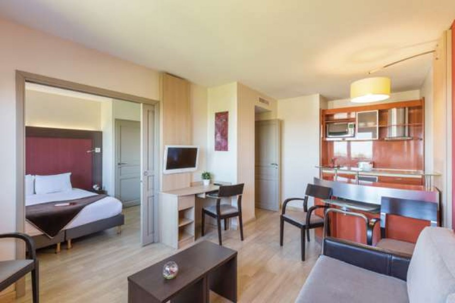 H tel journ e toulouse blagnac tls appart 39 city toulouse for Appart hotel istres