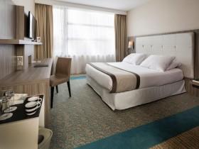 chambre l 39 heure ou pour la journ e aix les bains roomforday. Black Bedroom Furniture Sets. Home Design Ideas