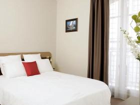 chambre l 39 heure ou pour la journ e pau roomforday. Black Bedroom Furniture Sets. Home Design Ideas