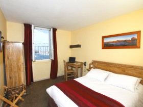 Chambre l 39 heure ou pour la journ e marseille roomforday - Hotel alize marseille vieux port ...