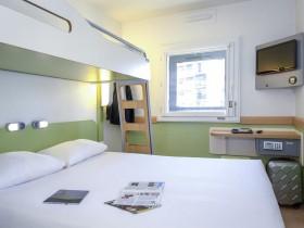 chambre l 39 heure ou pour la journ e agen roomforday. Black Bedroom Furniture Sets. Home Design Ideas