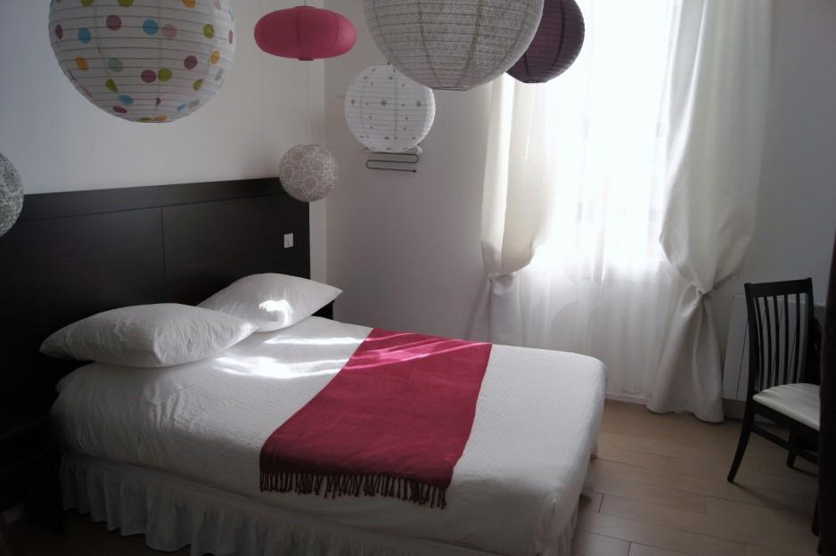 h tels la journ e avec offre de champagne bordeaux roomforday. Black Bedroom Furniture Sets. Home Design Ideas