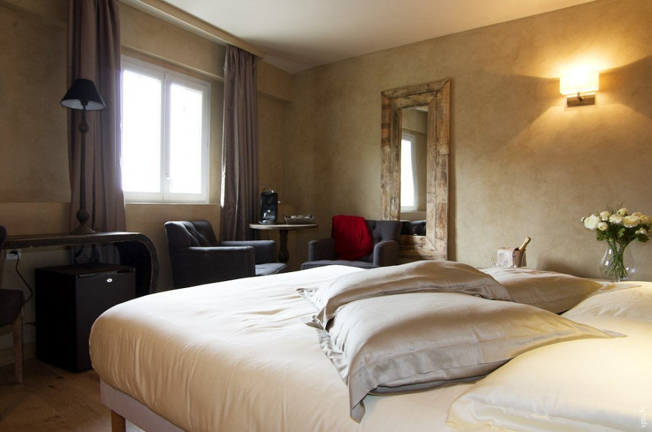 H tel journ e lyon charme business hotel spa for Chambre hotel charme