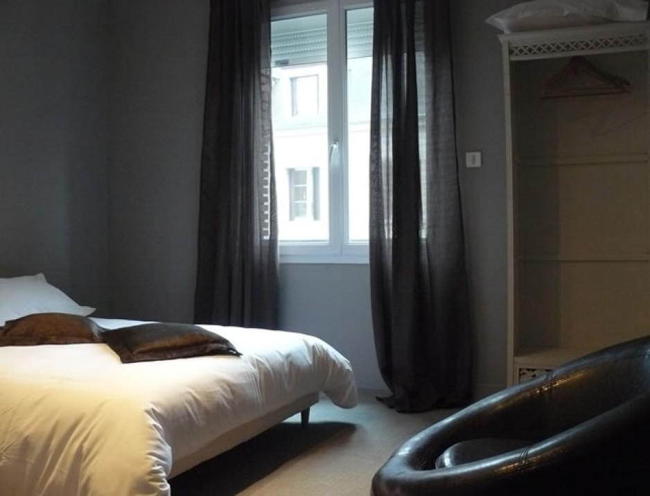 H tel l 39 heure paris roomforday for Hotel al heure liege