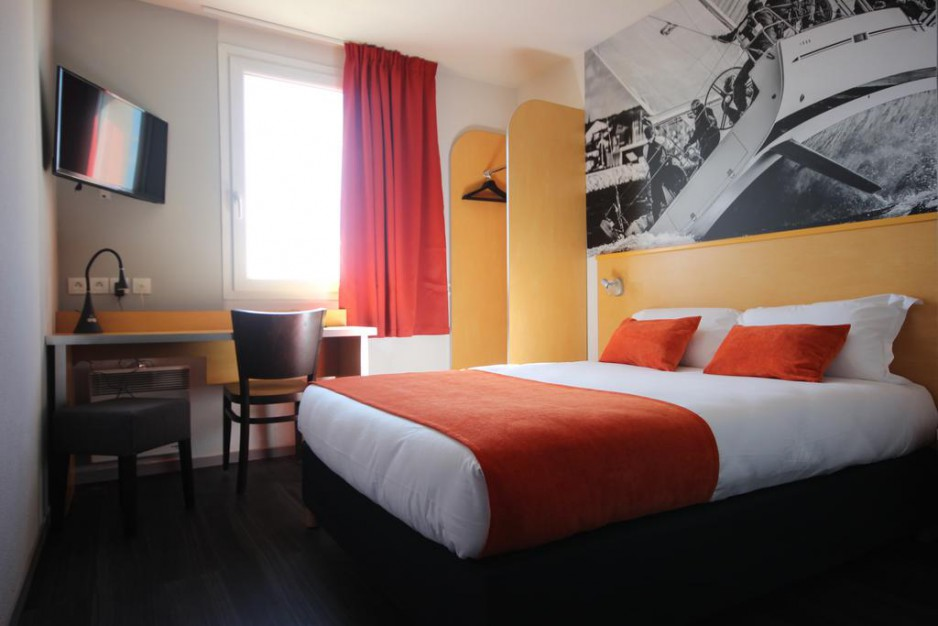 H tel l 39 heure lyon roomforday for Hotel al heure liege