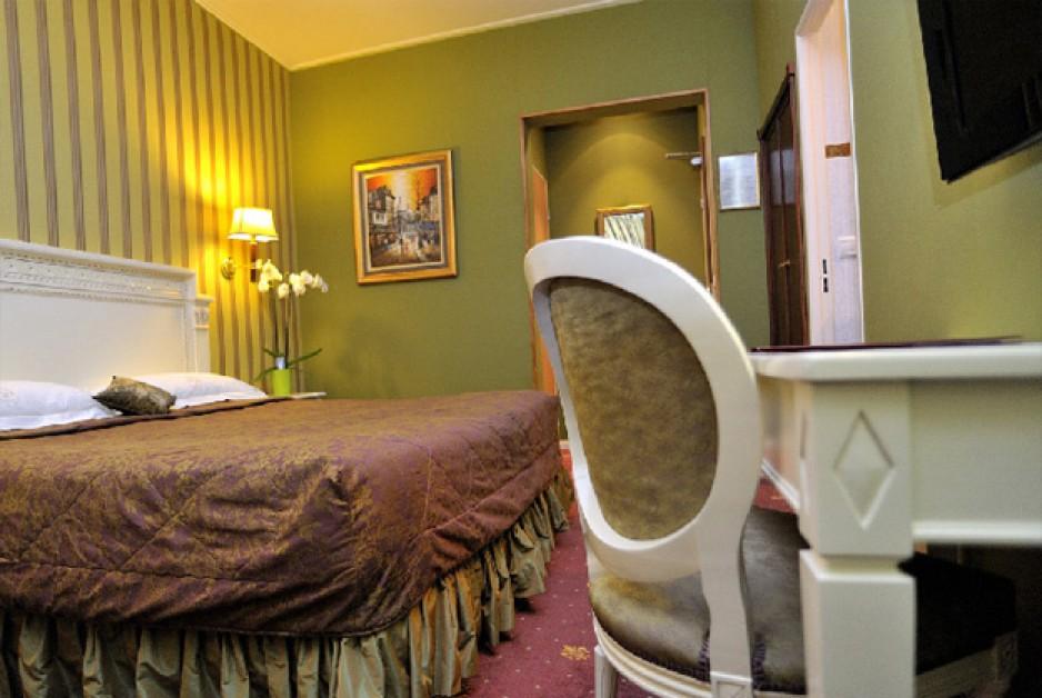 Chambre de charme l 39 heure pour couples paris roomforday for Chambre de charme paris