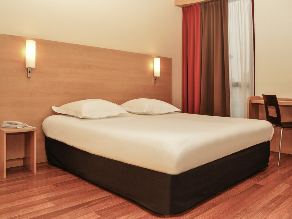 h tels ibis en day use pas cher bordeaux roomforday. Black Bedroom Furniture Sets. Home Design Ideas