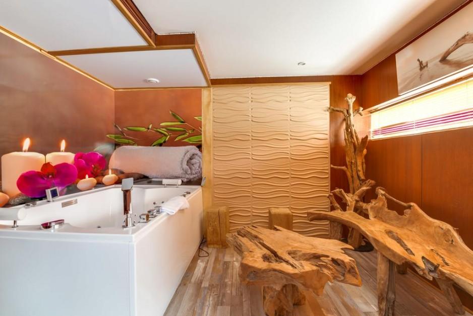 h tels la journ e avec jacuzzi paris roomforday. Black Bedroom Furniture Sets. Home Design Ideas