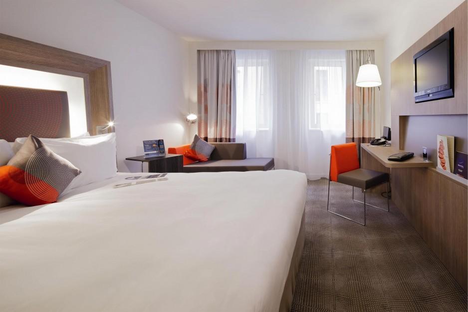 H tels la journ e avec piscine paris roomforday for Hotel lyon avec piscine interieure