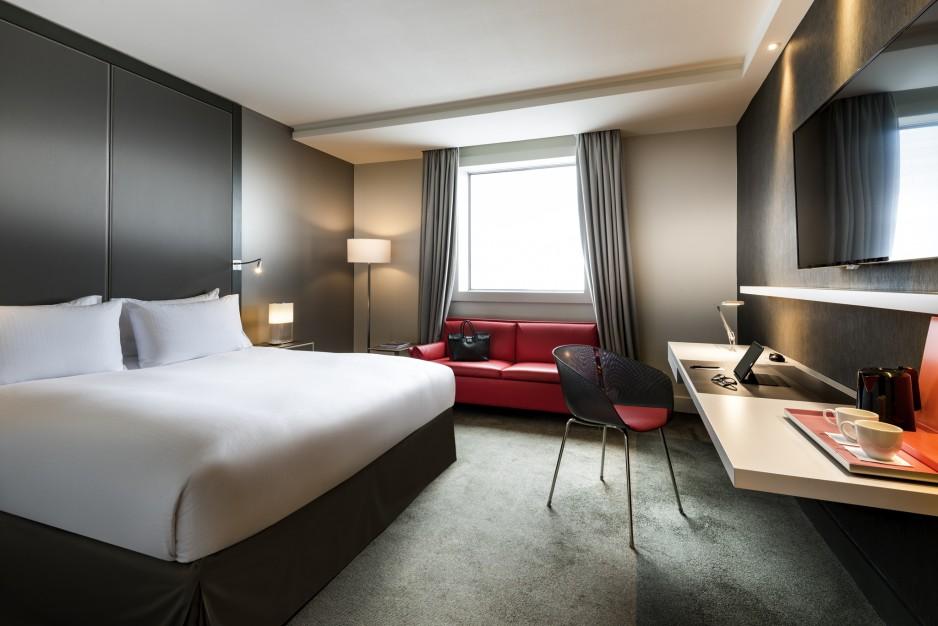h tel journ e paris la d fense pullman paris la d fense r servez un day use avec roomforday. Black Bedroom Furniture Sets. Home Design Ideas