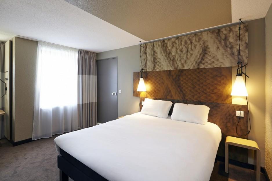 h tels la journ e avec restaurant marne la vall e roomforday. Black Bedroom Furniture Sets. Home Design Ideas