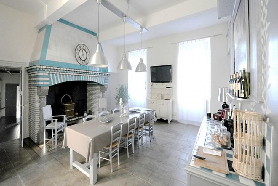 H tels la journ e avec restaurant tarbes roomforday for Hotel avec restaurant