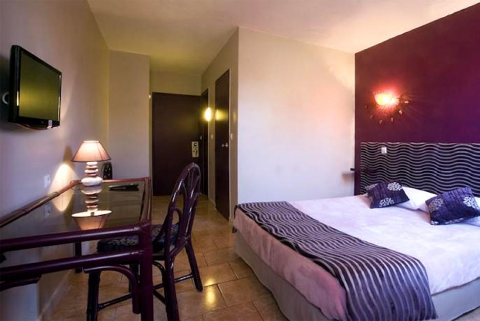 H tel journ e perpignan tropic hotel r servez un day for Hotel perpignan avec piscine