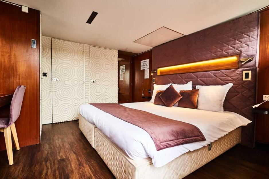 h tel journ e paris 12 me gare de lyon bercy vip paris yacht hotel jacuzzi r servez un. Black Bedroom Furniture Sets. Home Design Ideas
